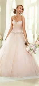 vintage brautkleid rosa brautkleid für einen ösen hochzeits look
