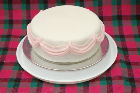 Fondant Drapes - how to make fondant swags cakecentral