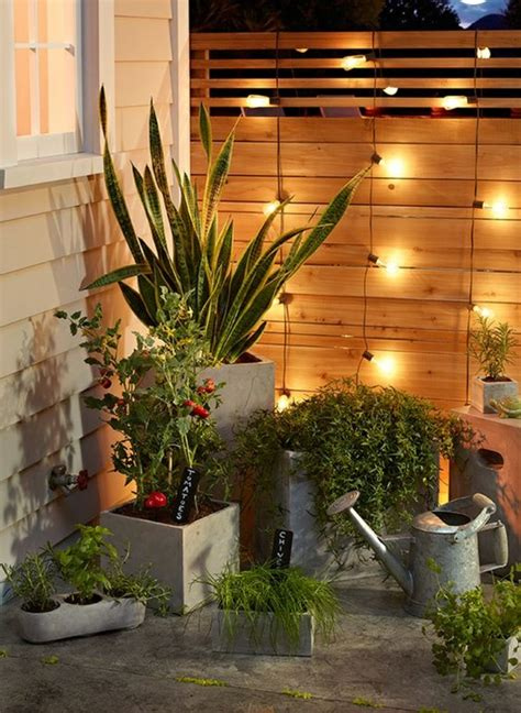 den gartenzaun kreativ und interessant dekorieren