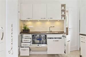 Küchen Ideen Kleiner Raum : stauraumwunder in dieser kleinen kueche wird jede ecke ~ Michelbontemps.com Haus und Dekorationen