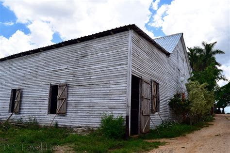 tobacco house alejandro robaina tobacco plantation tour in cuba diy
