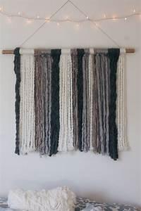DIY Yarn Wall Tapestry - Vintage Lillies