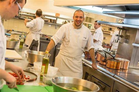 la cuisine de fred bricq attaque la cuisine de l 39 elysée le chef réplique