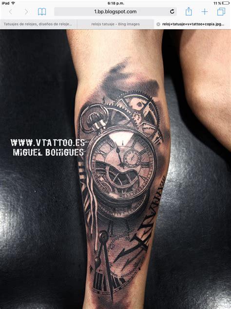 tatouage homme mollet horloge