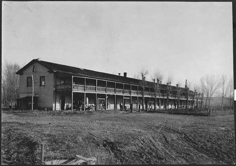 File:Old Fort Laramie - NARA - 294440.jpg - Wikimedia Commons