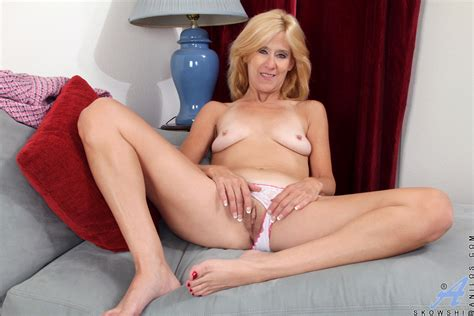 Sexaholic cougar Turns Therapy Into A hot masturbation Session Xxx milfs