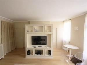 un studio amenage autour d39un cube maisonapart With meubler un petit appartement 14 amenager un studio de 30m2