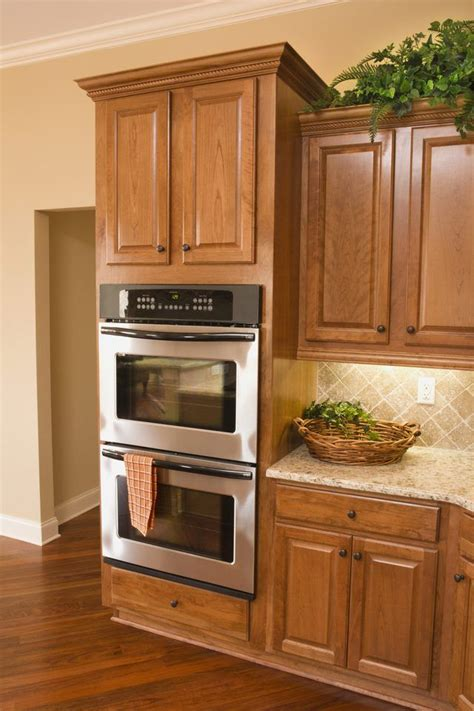 cost to stain cabinets 25 best ideas about restaining kitchen cabinets on