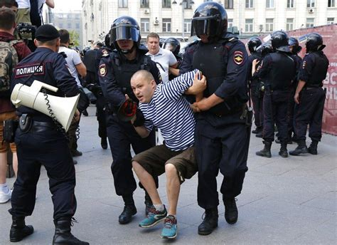 Russian police arrest hundreds at Moscow election protest ...