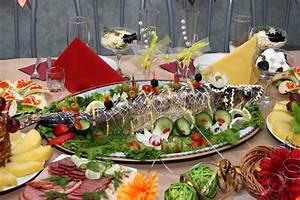 Festlich Gedeckter Tisch : festlich gedeckter tisch mit gef llten fisch und frischem gem se stockfoto colourbox ~ Eleganceandgraceweddings.com Haus und Dekorationen