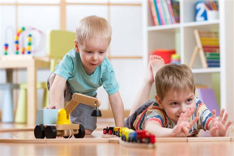 preschool kids playing discovering shapes and space in preschool 316