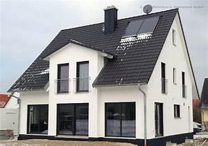 Moderne Häuser Mit Satteldach : 25 besten musterh user bilder auf pinterest fertighaus bauen musterhaus und berlin ~ Eleganceandgraceweddings.com Haus und Dekorationen