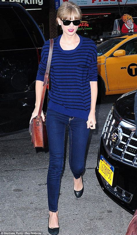 Change of direction? Taylor Swift steps out solo in New ...