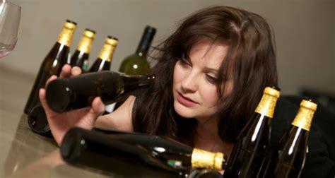 women react differently  alcohol wanderglobe