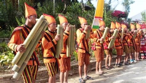 Alat musik tradisional khas sulawesi selatan ini merupakan salah satu alat musik yang menyerupai terompet. Mengenal 7 Alat Musik Tradisional Sulawesi Barat, Eksotis! - gasbanter journal.