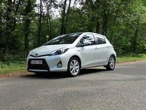 Essai Toyota Yaris Hybride : essai la toyota yaris hybride une alternative s rieuse automania ~ Medecine-chirurgie-esthetiques.com Avis de Voitures