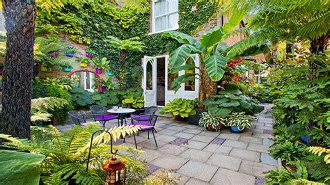 lovely urban courtyard garden ideas small courtyard