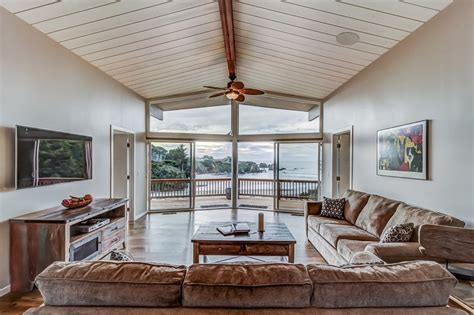 Remodeled Vacation Home by Remodeled Oceanfront Home W A Tub Deck Access
