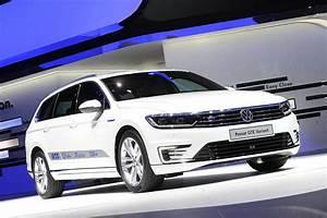 Volkswagen Passat Gte : volkswagen launches passat gte sedan at the 2016 delhi auto expo ~ Medecine-chirurgie-esthetiques.com Avis de Voitures