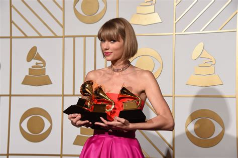 Here's How Taylor Swift Just Made History at the 2021 ...