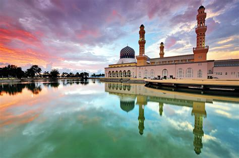floating mosque kinabalu wisata malaysia