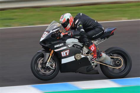 Black Ducati Panigale V4 by Sbk 2018 La Ducati Panigale V4 R Se Pr 233 Pare Moto Revue