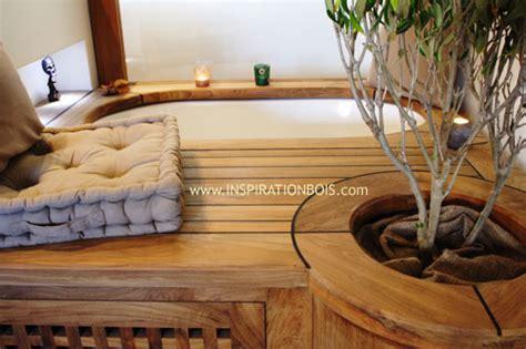 bureau bibliothèque intégré habillage de baignoires et spas sur mesure en bois
