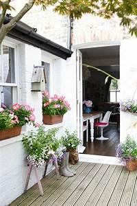 comment fleurir son balcon en 80 photos avec des idees With amenagement petit jardin exterieur 9 la deco exterieure avec une fontaine murale archzine fr