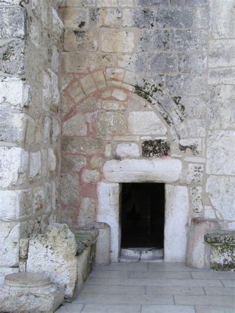 filebethlehem church   nativity entrancejpg wikimedia commons