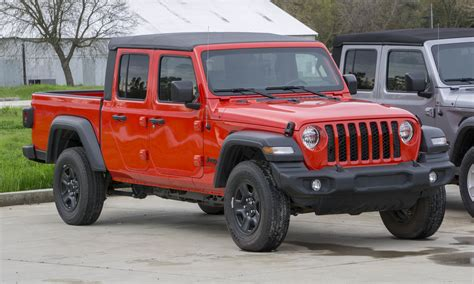 jeep gladiator  drive review  auto expert