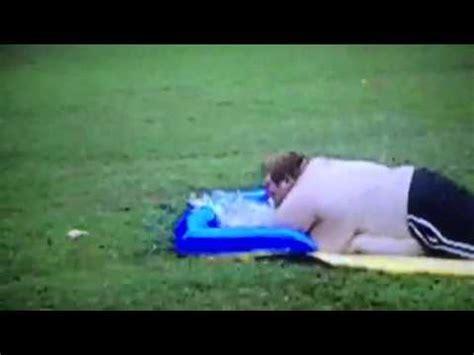 foto de Fat Guy On Water Slide YouTube