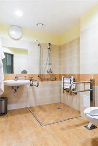 Badezimmer Umbau Ideen : barrierefreies badezimmer planen tipps zum umbau ~ Indierocktalk.com Haus und Dekorationen