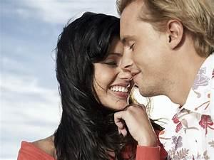 FREE LOVE WALLPAPERS: Romantic couple love wallpaper 2013