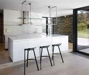 Chaise haute cuisine contemporaine for Deco cuisine avec chaise design blanche