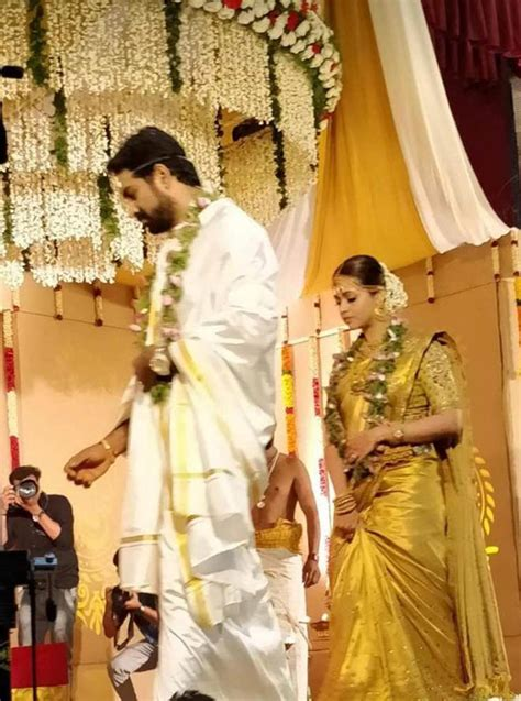 bhavana weds naveen heres   couple fell  love