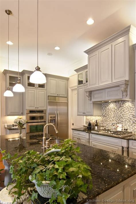 pictures of antiqued kitchen cabinets 715 best ranges hoods images on kitchen 7438