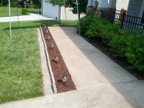 sidewalk landscape 17 best ideas about sidewalk edging on pinterest sidewalk landscaping driveway landscaping