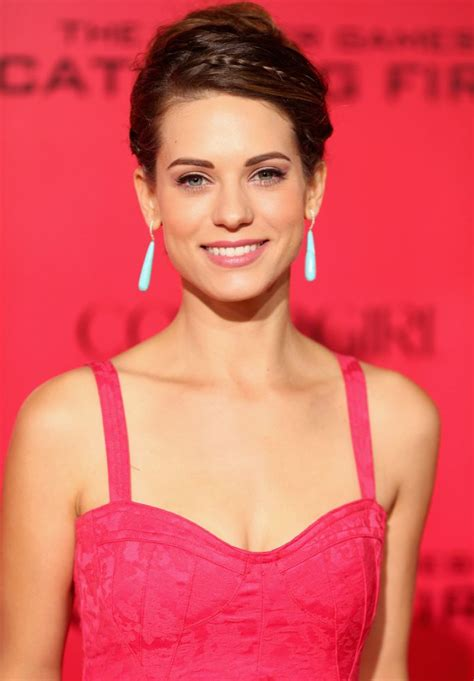 Lyndsy Fonseca On Red Carpet The Hunger Games Catching Fire Premiere In Los Angeles