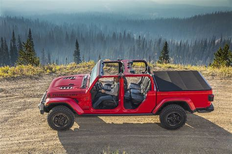 2020 Jeep Gladiator Bed Size by 2020 Jeep Gladiator Debuts At The La Auto Show Forcegt