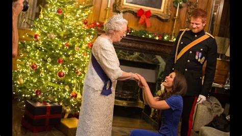 meghan markle  spend christmas   queen youtube