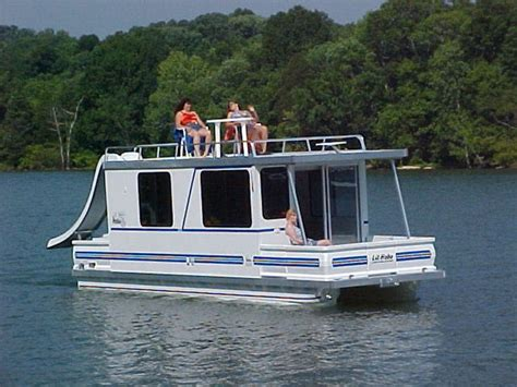 Houseboat Manufacturers by Best 25 Houseboat Manufacturers Ideas On