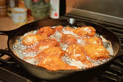 chicken cast iron skillet the best frying pans and skillets of 2016 reviewed foodal
