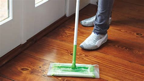 can you use swiffer on hardwood floors use wax paper as a replacement for swiffer sheets lifehacker australia