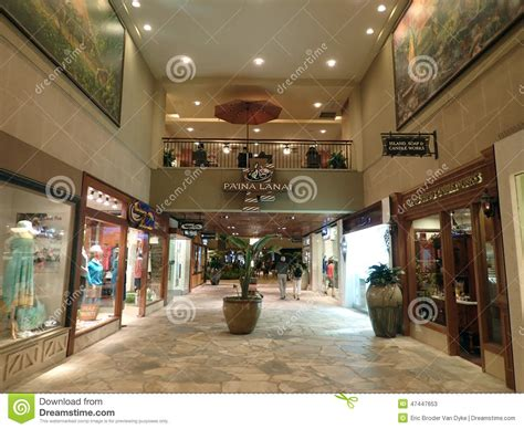 people explore stores  royal hawaiian shopping center