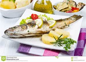 Kartoffeln Aufbewahren Küche : wolfsbarsch grillte mit zitrone salat und kartoffeln ~ Michelbontemps.com Haus und Dekorationen