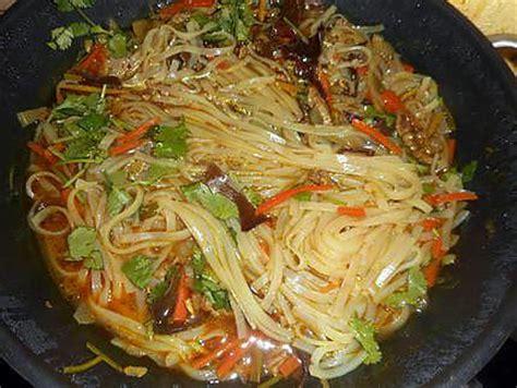 cuisiner des pates chinoises recette de soupe chinoise au porc et nouilles de riz