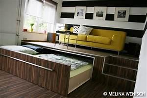 Bett Im Wohnzimmer : bett podest google suche pinteres ~ Lizthompson.info Haus und Dekorationen