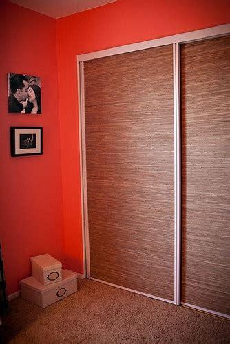 grasscloth wallpaper to update mirrored closet doors