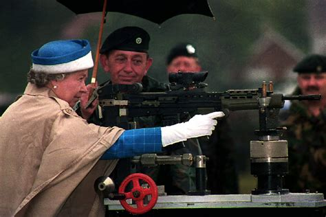 queen elizabeth ii  shot    palace guard