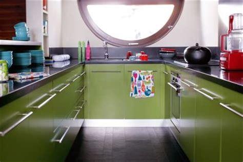 cuisine verte et blanche couleur dans la cuisine osez le vert pomme vert gazon